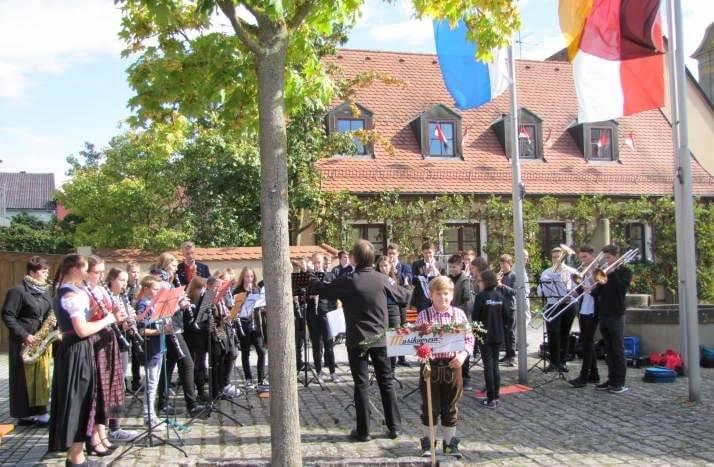 Musikverein Grafenrheinfeld Standkonzert Rafelder Musikanten JBO Jugendblasorchester Erntedank Kirchweih 2016