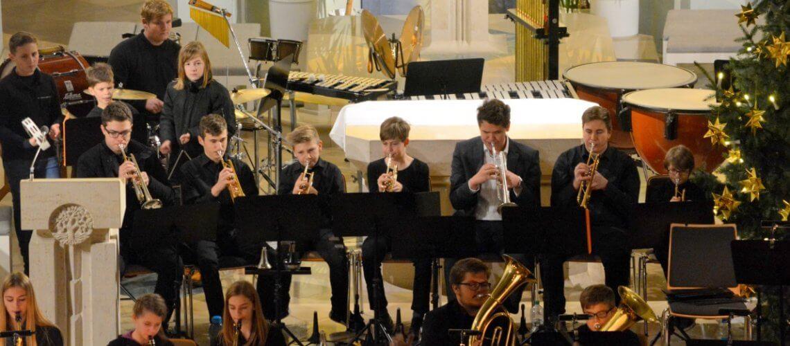Weihnachtskonzert Musikverein Grafenrheinfeld Blasorchester Nachwuchs Youngsters Jugendblasochester Jürgen Elsen Kirche 2017