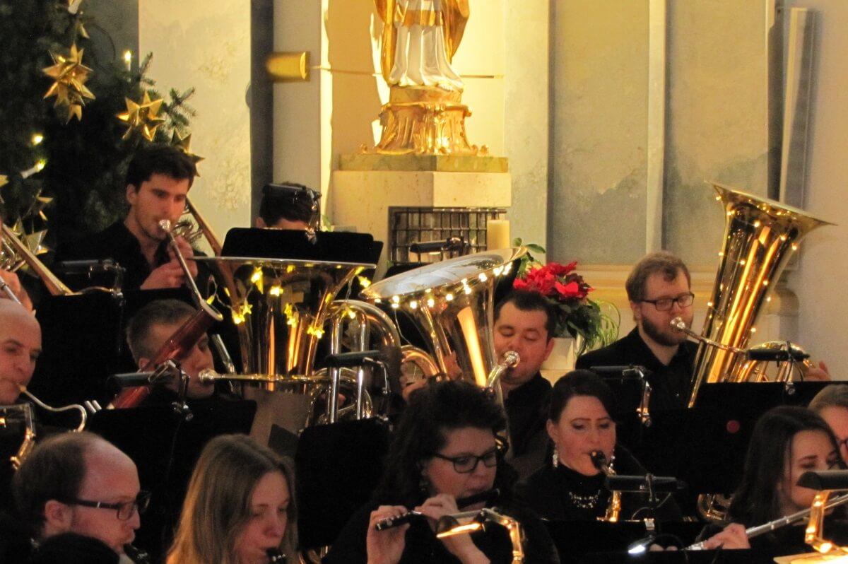 Weihnachtskonzert Musikverein Grafenrheinfeld Symphonisches Blasorchester Nachwuchs Youngsters Jugendblasochester Tuba geschmückt