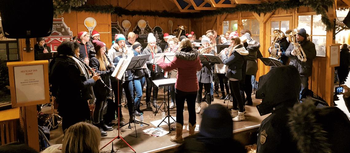 Musikverein Grafenrheinfeld Leon Böttche Tobias Werner Schlagzeug Akkordeon Weihnachtsfeier 2018 Probenraum Grafenrheinfeld SBO Schweinfurt
