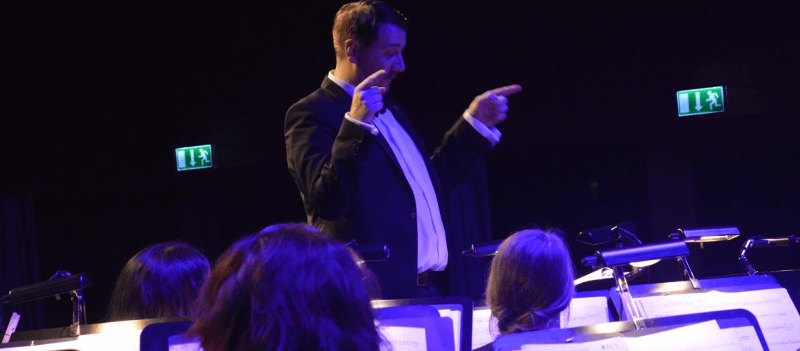 Raphael Schollenberger Musikverein Grafenrheinfeld SBO Symphonisches Blasorchester Dirigent Schweinfurt Unterfranken Kulturhalle