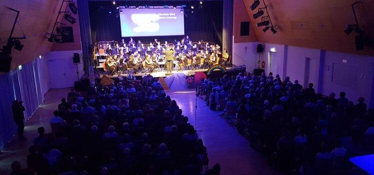 In 80 Tagen um die Welt Frühjahrskonzert 2019 SBO Grafenrheinfeld Kulturhalle Raphael Schollenberger Symphonisches Blasorchester Musik Dirigent