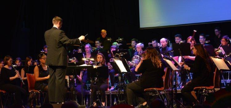 In 80 Tagen um die Welt Frühjahrskonzert 2019 SBO Grafenrheinfeld Kulturhalle Raphael Schollenberger Symphonisches Blasorchester Musik