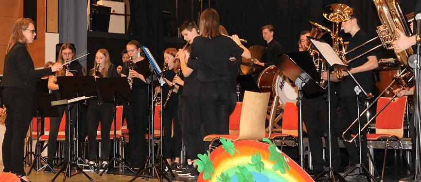 Musikverein Grafenrheinfeld Youngsters JBO Jugendblasorchester Magdi Magdalena Haßelbacher Dirigentin Familientag 2019 Instrumente ausprobieren erstes 1. Konzert Mainpost Main Post Daniela Schneider