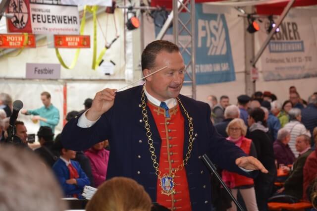 Musikverein Grafenrheinfeld Kirchweih 2019 Rafelder Kirm Rafeld Rafelder Musikanten Christian Keller Bürgermeister Dirigent Brunnen Erntedankumzug