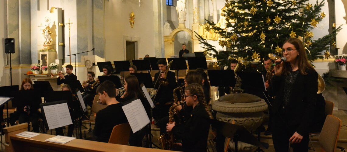 Musikverein Grafenrheinfeld Jugendblasorchester JBO Nachwuchs Orchester Youngsters Magdalena Haßelbacher Dirigentin Kirche Rafeld Schweinfurt Bethlehem